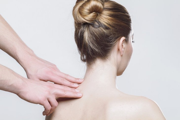Mulher costas © Pixabay